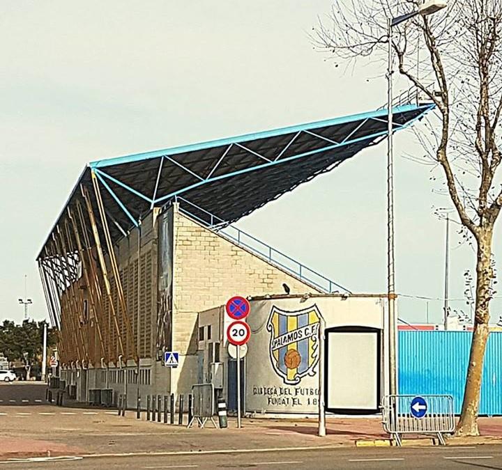 #Estructura grada #palamoscf De color groc tirant ( #tracció) De color blau encavallada triangulada (comp. i trac.) #acer #structures #codiestudi #estadio #futbol #arquitectura #construcció